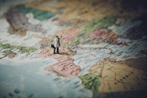 cartina-geografica-europa-con-uomo-tasso-bce